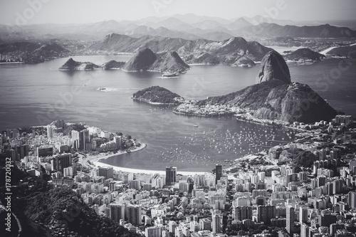 In de dag Rio de Janeiro Rio de Janeiro, Brazil. Suggar Loaf and Botafogo beach viewed from Corcovado