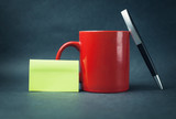 Coffee mug with sticky note and pen. - 178724623