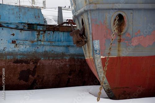 Fotobehang Schip old ships in winter backwater
