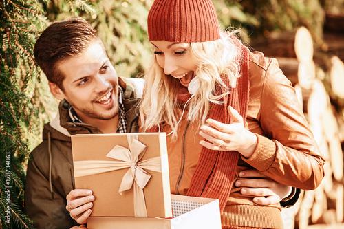 Papiers peints Cafe Couple enjoying shopping