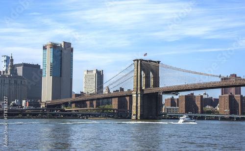 Papiers peints New York View of Brooklyn bridge in New York city
