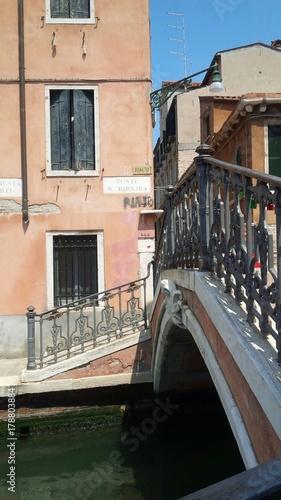 Foto op Canvas Venice scorcio con ponticello veneziano