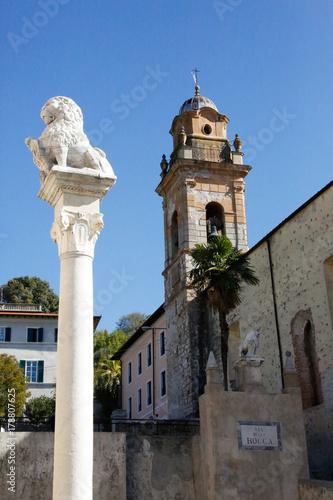 Deurstickers Toscane Pietrasanta, Toskana, Italien, Versilia, Stadtansicht, Kulturreise, Kirche, Sommer, Urlaub, Kunst, Bildhauer
