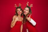 Happy young women friends wearing christmas deer costumes - 178821670