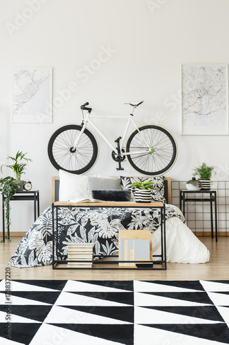 Papiers peints Kiev White bicycle in teenager's bedroom