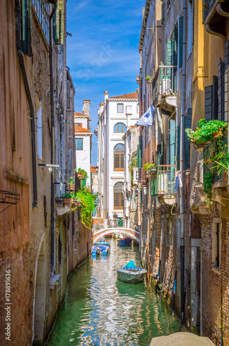 Foto op Plexiglas Havana Traditional narrow canal with gondolas in Venice, Italy