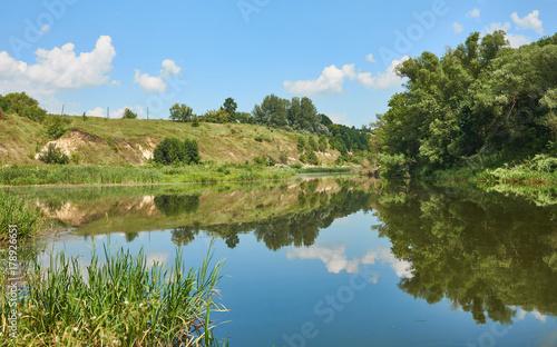 Papiers peints Rivière de la forêt River with reflection of the sky