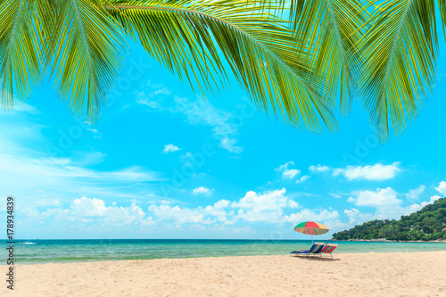 Papiers peints Tropical plage Ka-ron Beach at Phuket , Thailand. White sand beach with beach umbrella. Summer, Travel, Vacation and Holiday concept.