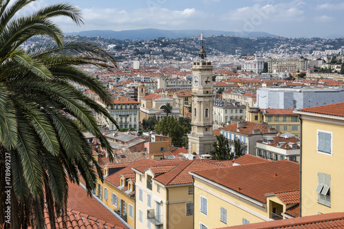 Fotobehang Nice France, Mediterranean Sea, Nice: Skyline with rooftops, tower (Saint-Francois) and mountains in the background. The city is nicknamed Nice la Belle (Nice the Beautiful).
