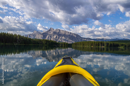 Keuken foto achterwand Canada Kayaking on sunrise at Two Jack lake in Banff national park, Alberta, Canada