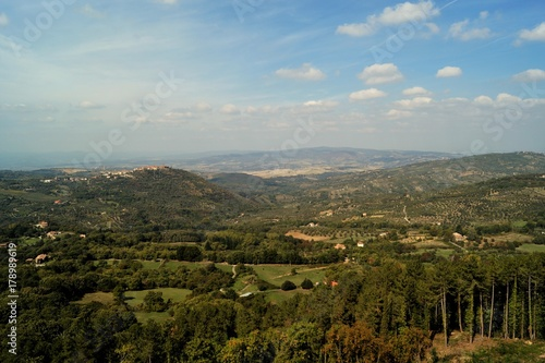 Deurstickers Toscane typische Landschaft der Südtoskana im Spätsommer