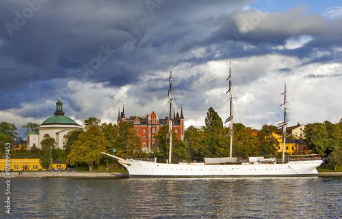 Aluminium Stockholm Остров Шеппсхольмен. Церковь Шеппсхольмен, здание Адмиралтейства и парусник. Стокгольм. Швеция