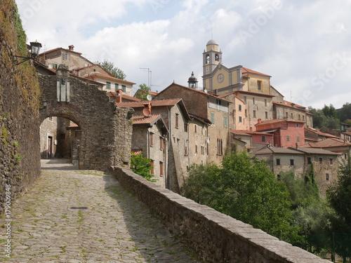 Fotobehang Grijze traf. Mulazzo - Panorama dalla Porta