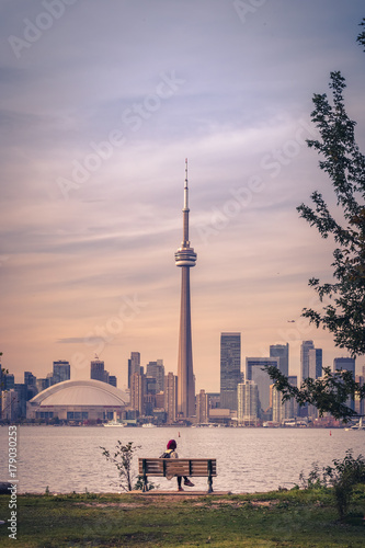 Foto op Canvas Toronto View of Toronto city during sunset from Toronto Central Island