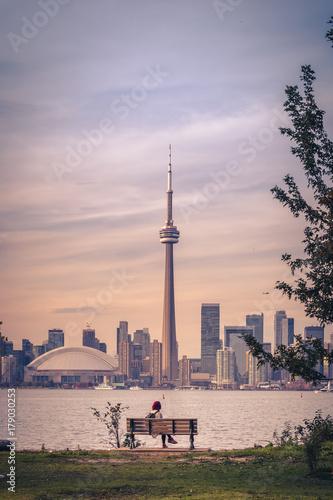 Foto op Plexiglas Toronto View of Toronto city during sunset from Toronto Central Island