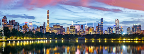 Foto op Aluminium New York New York City panorama. Jacqueline Kennedy Onassis Reservoir reflects the midtown skyline in Central Park.