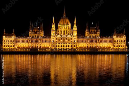 Papiers peints Budapest budapest parliament building at night