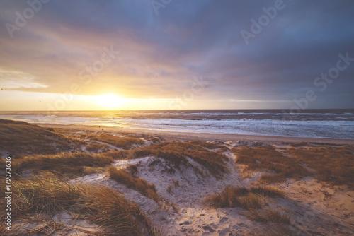 Fotobehang Noordzee Sonnenuntergang in Jütland an der Nordseeküste