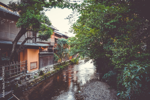 Fotobehang Kyoto Traditional japanese houses on Shirakawa river, Gion district, Kyoto, Japan