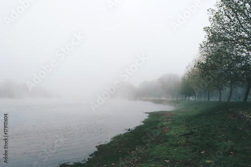 mglowy-ranek-na-rzecznym-ardas-w-grecja