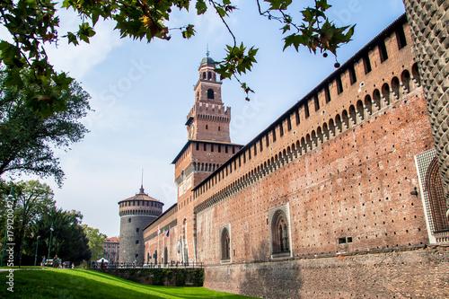 In de dag Milan Sforza Castle (Italian: Castello Sforzesco) in Milan, Italy.