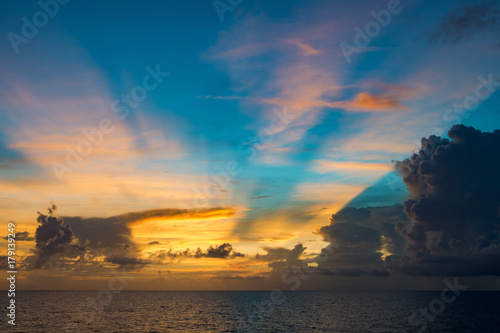 Foto op Canvas Zee zonsondergang Indian ocean: skyline and beautiful clouds