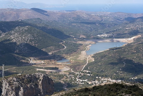 Foto op Plexiglas Blauwe hemel View across mountains of a water reservoir from the mountain road at Ano Kera, Lasithi, Crete, Greece. October 2017