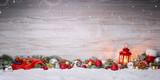 Weihnachtsdekoation mit Laterne - 179160660