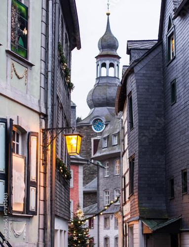 Poster Smal steegje Monschau Christmas Market