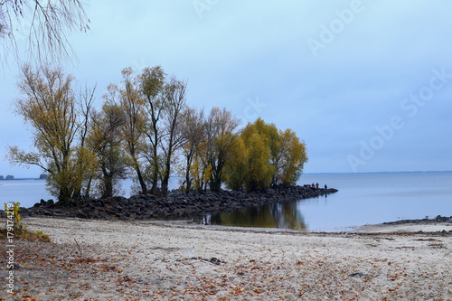 Foto op Plexiglas Blauwe hemel autumn landscape