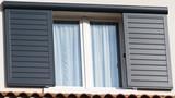 fenêtre et volet coulissant en aluminium  - 179185086