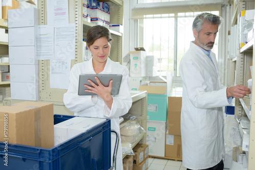 Fotobehang Apotheek medical supplies staff