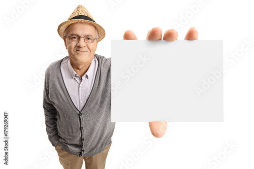 Poster Mature man showing a blank card