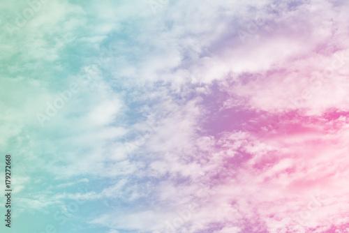 słońce i chmura w tle z pastelowym kolorze