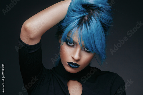 Aluminium Kapsalon Portrait of a young woman with blue color hair