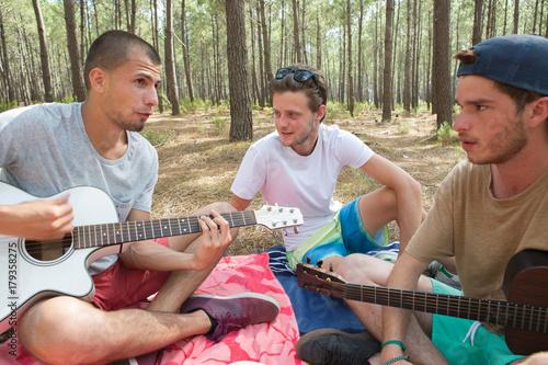 Fotobehang Muziek friends playing music outdoors
