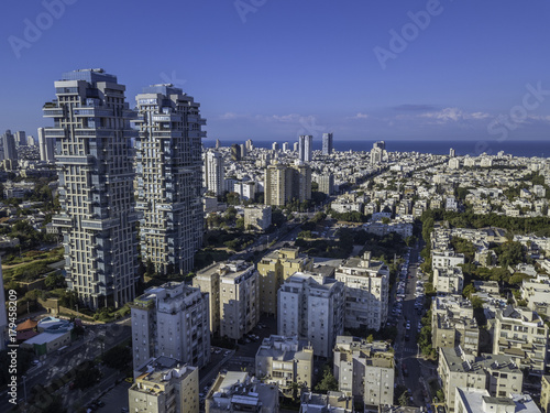 In de dag New York Park Tzameret akirov is a newly built residential neighborhood of Tel Aviv israel apartment buildings, surrounded by green space panoramic view