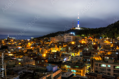 Fotobehang Zwart Namsan tower at night