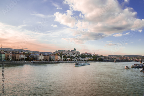 Papiers peints Budapest Panoramic city view at dusk from river Danube, Budapest, Hungary. Cityscape across the river to the Chain Bridge and historic buildings on Buda hills.