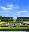 Schlosspark der Herrenhäuser Gärten mit goldenem Tor