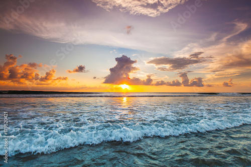 Fotobehang Natuur Sunset over ocean