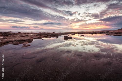 Aluminium Strand Beautiful sunset landcape with reflection