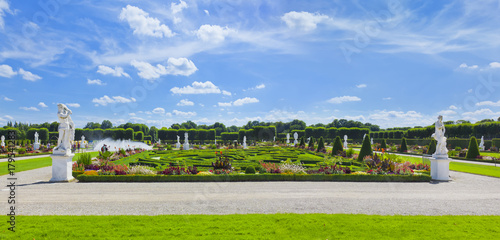 Foto Murales Schlosspark der Herrenhäuser Gärten, Glockenfontäne, Broderiemuster, großer Garten