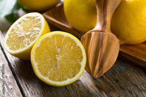 Plexiglas Sap Juicy ripe lemons .