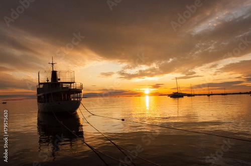 Fotobehang Zee zonsondergang Sunset on the coast