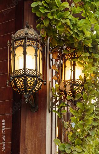 Papiers peints Dubai Traditional Arabic metal streetlight