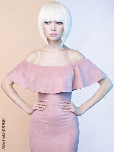 Plexiglas Women Art Elegant blonde in geometric beige and white background