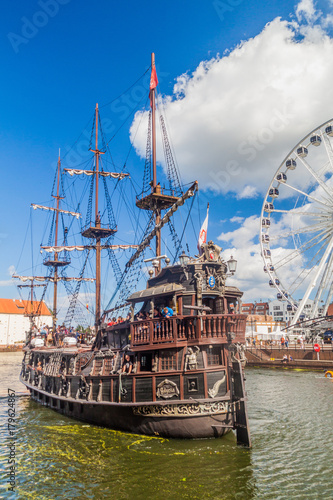 Foto op Plexiglas Schip GDANSK, POLAND - SEPTEMBER 2, 2016: Pirate ship on Motlawa river in Gdansk, Poland