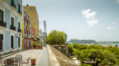 Fotobehang Schip Colorful street in old San Juan town, Puerto Rico