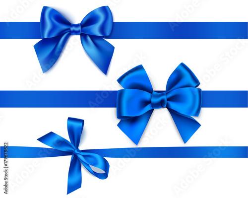 Set dekoracyjni błękitów łęki z horyzontalnymi faborkami odizolowywającymi na bielu. Ilustracji wektorowych